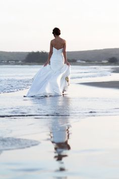 Light and setting // Ocean beach bride bridal gown dress with Jennifer Bagwell Photography & The Frosted Petticoat Bridal Poses, Bridal Portraits, Beach Dresses, Wedding Dresses, Beach Wedding Photos, Seaside Wedding, Cruise Wedding, Destination Wedding, Wedding Bells