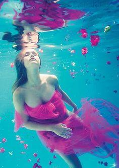 30 Breath Taking(i mean it :) Underwater Portrait Photography Amazing Underwater Portraits gathered around DeviantArt. Underwater Photos, Underwater World, Underwater Photography, Amazing Photography, Portrait Photography, Levitation Photography, Exposure Photography, Winter Photography, Abstract Photography