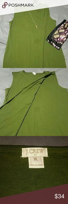 Green crossover J. Crew dress Forest green dress. Has crossover detail in front with ruching on left shoulder. Cotton and polyester. Never worn. Size XL. J. Crew Dresses Midi