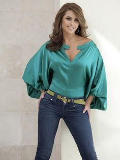 Lucero: Turquoise top with loose sleeves and jeans. Casual Outfits, Fashion Outfits, Womens Fashion, Saturday Outfit, Satin Blouses, Blouse Styles, Satin Dresses, Corsage, Sexy Women