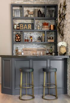 Entertaining Essential Glassware For A Home Bar Essential glassware for a complete home bar. Every glass you will need for a successful party or event. How to set up a home bar. - Entertaining Essential Glassware For A Home Bar-Small Bar Ideas Home Bar Rooms, Home Bar Areas, Diy Home Bar, Home Bar Decor, Diy Bar, In Home Bar Ideas, Small Garden Bar Ideas, Small Bar Areas, Home Pub