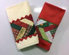 Toalha de lavabo Christmas Towels, Christmas Tea, Quilting Projects, Sewing Projects, Seminole Patchwork, Quilted Ornaments, Embroidered Towels, Mug Rugs, Applique Designs