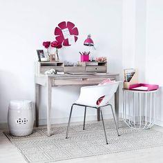 Girly #workspace! #welovewestwing #getinspired #interiordesign #instahome #design #interiorlover #detailscount #homestyling #homedecor #styleyourhomewithus #roomforinspo #interiorforyou #interior2you #dailyinspiration #design4you #decoration
