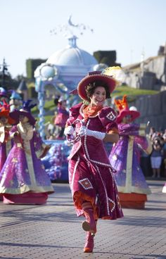 Watch the daily Parade, 'Disney Magic on Parade! Captain Hook, Disneyland Paris, Disney Magic, Harajuku, Seasons, Celebrities, Collection, Watch, Friends