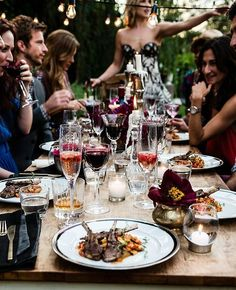 I want to have an outdoor dinner party with a pretty table, pretty food, and pretty people!!
