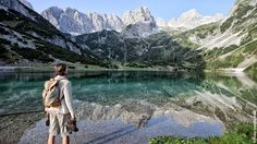 Book your dream vacation in the Tiroler Zugspitz Arena: accommodation, skiing, biking, hiking & family holiday. Bergen, Slide Background, Cross Country Skiing, Walk This Way, Surfers, Hiking Trails, Alps, Dream Vacations, Places To Visit