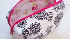 Tagged: Crafts | 10 Minute DIY Make-Up Baghttp://diyjoy.com/easy-sewing-projects-diy-make-up-bag
