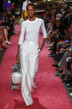Brandon Maxwell Spring 2019 Ready-to-Wear Fashion Show Collection: See the complete Brandon Maxwell Spring 2019 Ready-to-Wear collection. Look 24 Fashion Week, Look Fashion, Runway Fashion, Fashion Show, Fashion Outfits, Fashion Online, Womens Fashion, Fashion Websites, Fashion Stores