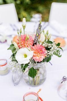 idée-centre-de-table-pour-un-mariage. Wedding Arrangements, Table Arrangements, Flower Arrangements, Wedding Reception Flowers, Wedding Table, Wedding Bouquets, Trendy Wedding, Diy Wedding, Wedding Day