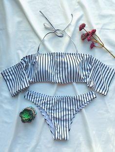 $13.99 Off The Shoulder Strappy Striped Bikini Set  WHITE: Bikinis   ZAFUL Olha só que tesão de bikini pra nós vidrinhos delicados usar por baixo do shorts