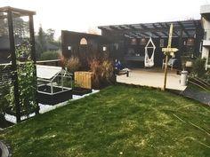 Uterom med pergola og kreative trebyggerier – Bergene Holm Blogg Sidewalk, Garden, Patio, Creative, Garten, Side Walkway, Lawn And Garden, Walkway, Gardens