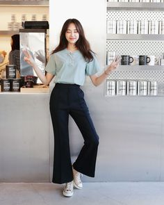 Preppy Girls vs Urban Baddies young women fashion trends for 2018 and 2019 Korean Girl Fashion, Korean Fashion Trends, Ulzzang Fashion, Korea Fashion, Asian Fashion, Daily Fashion, Mode Ulzzang, Campus Style, Casual Outfits