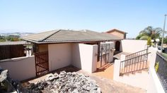 Houses & Flats for sale in Brackenfell - Gumtree South Africa Built In Braai, Gumtree South Africa, Bar Areas, Open Plan Living, Flats For Sale, Family Rooms, Kitchen Pantry, Living Area, Laundry