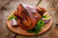Pečené koleno s medovou glazúrou   Recepty.sk Cooking With Ham Hocks, Pork Recipes, Cooking Recipes, Cooking Pork Roast, Bitter Greens, Legumes Recipe, Ham Soup, How To Cook Pork, Smoked Ham