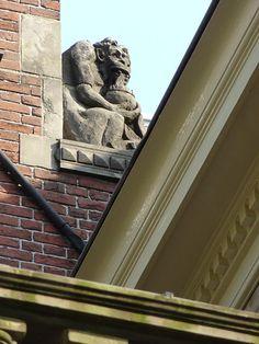 Gevelbeeld van Egidius Everaerts op het dak van Huis Heyendaal.