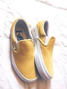 6bfee531404e9 Najlepsze obrazy na tablicy buty (1080) w 2019 | Flat sandals ...