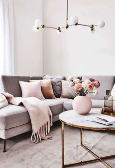 Welcome to our 2019 summer gallery of popular living room decor ideas. We are sure that this year's most popular furniture colors and shapes will… Living Pequeños, Living Room Sets, Home Living Room, Living Room Designs, Living Room Furniture, Small Living, Modern Living, Apartment Living Rooms, Living Room Decor Tips