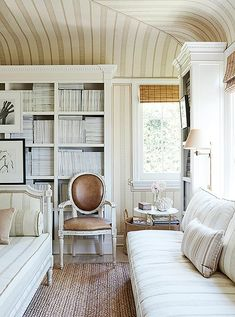 Tour Mark D. Sikes's Gorgeous, Graceful L.A. Hideaway Estilo Hampton, Home Living, Living Spaces, Living Rooms, Mark Sikes, Chinoiserie, Bedroom Red, American Decor, Love Home