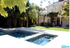 Rachel Zoe's new Beverly Hills Home after her LA condo - tranquility and serenity meets a touch of opulence and boutique trimming! Outdoor Spaces, Outdoor Living, Beverly Hills Houses, Modern Pools, Baby Nursery Decor, Garden Pool, Celebrity Houses, Cool Pools, Pool Houses