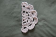 I'm Hooked!: free crochet pattern - half japanese flower... in a larger rope and hook you'ed have a lovely rug...
