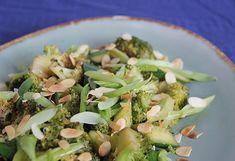 Broccoli met bosui komkommer amandelschaafsel Sprouts, Vegetables, Food, Meal, Eten, Vegetable Recipes, Brussels Sprouts, Meals, Veggies