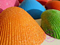 Conchas pintadas con purpurina