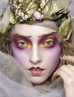 lamorbidezza: Marcelina Sowa Backstage at John Galliano Fall 2007