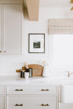 Luxury Home Interior simple chic modern neutral kitchen Home Interior simple chic modern neutral kitchen Interior Simple, Interior Modern, Interior Design Kitchen, Home Design, Interior Colors, Interior Livingroom, Interior Ideas, Home Decor Kitchen, New Kitchen
