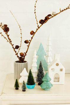 De små, hvite juletrærne fra Søstrene Grene er så søte! Perfekt på et lysfat el.l.