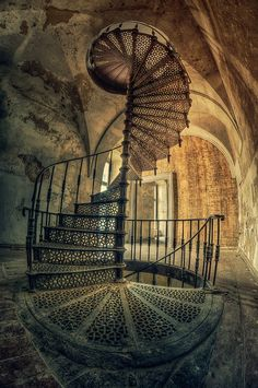 Cellar stairs Circular staircase in an abandoned palace in Poland. Abandoned Buildings, Abandoned Mansions, Old Buildings, Abandoned Places, Architecture Antique, Beautiful Architecture, Beautiful Buildings, Beautiful Places, Stairway To Heaven