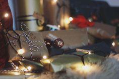 Ist Mitte November zu früh für #christmasvibes ? Falls ihr auch schon Last Christmas vor euch hin summt, klickt auf den Link in der Bio: @kathi_mit_th bastelt an einen Adventskalender, @diana.wrk macht Fotos davon und beide essen Lebkuchen. #christmasdecorations #wintervibes #doityourself #diy #adventskalender #christmaslights #lights #photography #linkinbio #linkinprofile #newblogpost #blogged #blogger_de