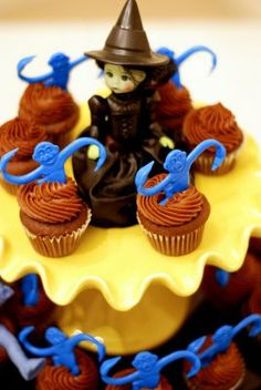 Moo Moos & Tutus: Wonderful Wednesday Party {Wizard of Oz Baby Shower} bjs:hmm barrel of monkeys and madame alexander dolls Monkey Cupcakes, Cupcake Cakes, Party Cupcakes, Cup Cakes, Cupcake Toppers, Halloween Treats, Halloween Party, Barrel Of Monkeys, Wonderful Wednesday