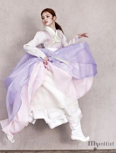 I don't care where you live on earth, this is beautiful clothing. Korean Traditional Dress, Traditional Fashion, Traditional Dresses, Korean Dress, Korean Outfits, Korea Fashion, Asian Fashion, Hanbok Wedding, Dress Outfits