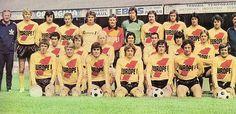 R.C. Lens 1976-77. Debout, de gauche à droite : Sowinski (entr.), Nédélec, Mujica, Monchiet, Gallou, Leclercq D., Tempet, Hopquin, Marie, Mastroianni, Lhote, Grévin. Assis : Bousdira, Krawczyk, Leclercq, Elie, Sab, Synakowski, Flak. Agenouillés : Françoise, Jankovic, Llorens, Locatelli, Marx, Arghirudis, Kaiser