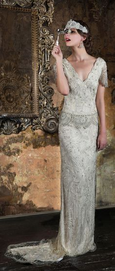 Stunning dress perfect for an art deco wedding. 2016 Wedding Dresses Eliza Jane Howell 'The Grand Opera' Collection Art Deco Wedding Dress, 2016 Wedding Dresses, Party Dresses, Vintage Dresses, Vintage Outfits, Vintage Fashion, 1920s Fashion Dresses, Vintage Style, Retro Mode