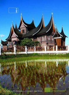 Rumah Minang My home Town Bukittinggi Beautiful Places To Visit, Beautiful World, Minangkabau, House Information, House Ornaments, Travel Tours, Traditional House, Vacation Trips, Architects