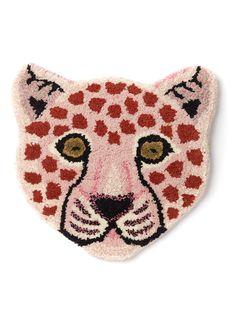 Doing Goods Loony Pink Leopard Head voetenkleed 33 cm Tiger Rug, Deco Kids, Animal Rug, Latch Hook Rugs, Diy Couture, Pink Leopard, Punch Art, Punch Needle, Rug Hooking