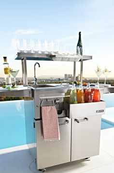 Our well-appointed Lynx Freestanding Cocktail Pro Station lets you prepare ice-cold drinks like a professional bartender while you prepare a succulent outdoor feast for your guests.