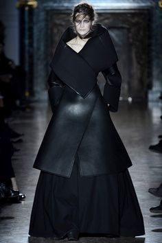 Gareth Pugh  AUTUMN/WINTER 2013-14  READY-TO-WEAR