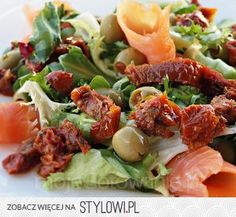 Sałatka z wędzonym łososiem i suszonymi pomidorami 15… na Stylowi.pl Healthy Cooking, Cabbage, Salads, Food And Drink, Beef, Vegetables, Recipes, Live, Diet