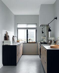 FUNCTIONALISME - Binnenkijken in het jaren'30 huis bij stylist en interieurarchitect Katrine Martensen-Larsen, waarin zij de strakke lijnen…