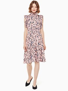 Kate Spade Pink Floral Flutter Dress - western inspired whimsical ponk floral knee length dress with the spirit of the west. Pink rose flutter dress captures that sense of wanderlust with its faded peony print, smocked waist and flutter sleeves. Kate Spade Designer, Pink Floral Dress, Whimsical Fashion, Western Dresses, Kate Spade Pink, Feminine Style, Latest Fashion For Women, Trendy Fashion, Dress Me Up