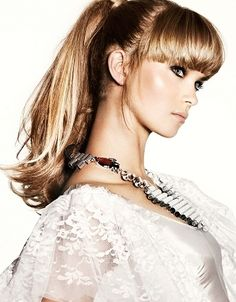 The secret to the perfect ponytail is to brush, brush, brush until hair lies flat against the scalp without any humps and bumps sticking out. Easy Party Hairstyles, Popular Hairstyles, Ponytail Hairstyles, Hairstyles With Bangs, Summer Hairstyles, Trendy Hairstyles, Wedding Hairstyles, Hairstyle Ideas, Hair Ponytail