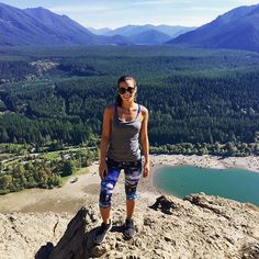 Discovering the best #hiking trails in #Washington and #RattlesnakeLedge has set the bar high! The first trail is a 2 mile hike up to this 300ft cliff and the view is next level  #startedfromthebottom #madeittothetop #bestdayever #letsgoagain
