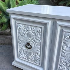 The wedding cake #theshabbychick #shabby #shabbychic #grey #parisgrey #chalkpaint #ascp @anniesloanhome #paintedfurniture #furniturepainting #handpainted @porterspaints #limewash #distress #buffet #sideboard #vintage #vintagefurniture #home #style #design #interiordesign #interiordesigner #homedecor #northernbeaches #sydney Paris Grey, Limewash, Painted Furniture, Carving, Ascp, Shabby, Home Decor, Vintage Furniture, Carved Furniture