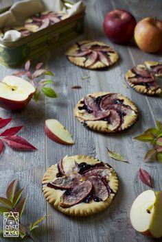 Crostatine di mele e confettura di sambuco. #food #blog #apple #mele #sambuco #autunno #salute #cosefatteincasa #bloggalline #solocosebelle
