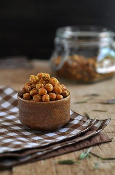 Cheezy Rosemary Roasted Chickpeas from Anja's Food 4 Thought. Crispy, crunchy and super tasty, this nutritious snack requires nothing but chickpeas, nutritional yeast, rosemary and a little sea salt and olive oil. Vegan and gluten free. Veggie Recipes, Dog Food Recipes, Vegetarian Recipes, Snack Recipes, Cooking Recipes, Free Recipes, Vitamix Recipes, Healthy Recipes, Nutritious Snacks