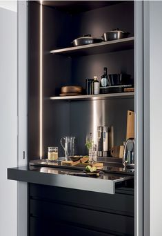 Concealed appliances, pocket doors, sliding floors: design solutions adopted for concealed kitchens make them functional and integrated with the living. Modern Kitchen Design, Interior Design Kitchen, Kitchen Decor, Modern Home Bar Designs, Bar Sala, Home Bar Cabinet, Pantry Design, Home Room Design, Open Plan Kitchen