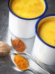 Golden milk – turmeric latte - Food and Drinks Ideas Smoothie Drinks, Smoothies, Ayurveda, Curcuma Latte, Juice Fast, Golden Milk, Yummy Drinks, Cooking Time, Cravings