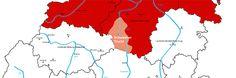 Die-Schwalm umfasst etwa den Mittellauf des gleichnamigen Flüsschens, südlich begrenzt von Alsfeld und nördlich von Treysa. Im Osten zieht das Knüllgebirge eine scharfe Grenze, und im Westen stößt sie an das Marburger Trachtengebiet. Zum Gebiet der Schwalm gehören etwa 35 Dörfer und 3 Kleinstädte: Immichenhain, Ottrau, Schrecksbach, Neukirchen, Willingshausen, Wasenberg,  Teile Frielendorf, Teile Schwalmstadt mit Ziegenhain und Treysa,  sowie im Süden Hattendorf und Berfa. #Schwalm
